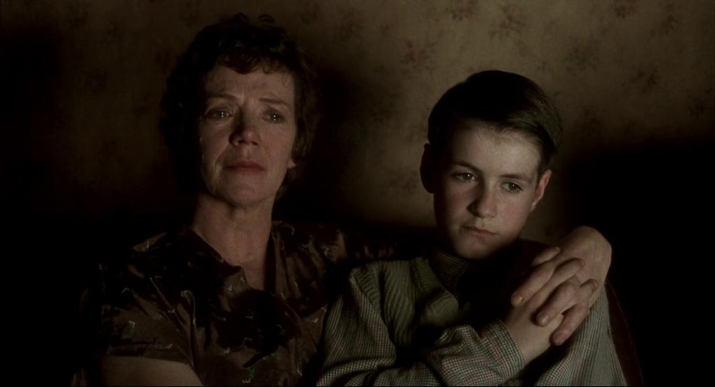 אמא ובן מתוך סרט קולנוע סופו של יום ארוך.